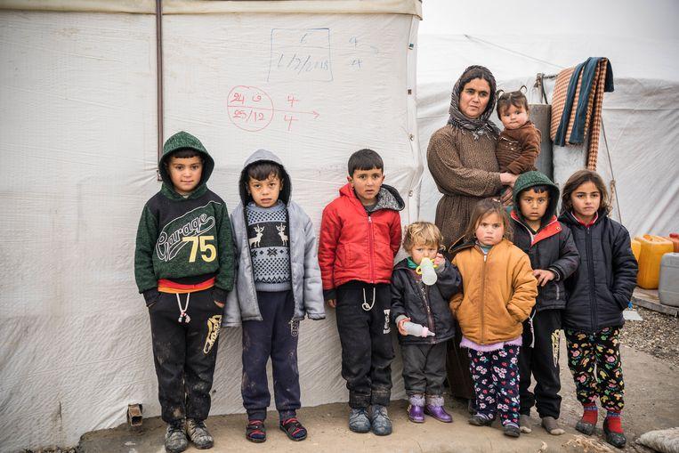 Een yezidi gezin in het Bajed Kandala vluchtelingenkamp in  Noord-Irak. Beeld Getty Images