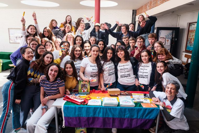 De leerlingen van OLVI vieren de Internationale Dag tegen Homo- en Transfobie.