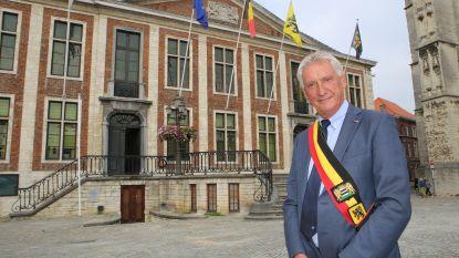 Gemeenteraad eert burgemeester Laurys bij afscheid