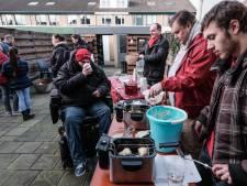 'Goed volk' bakt in Duiven oliebollen voor minderbedeelden
