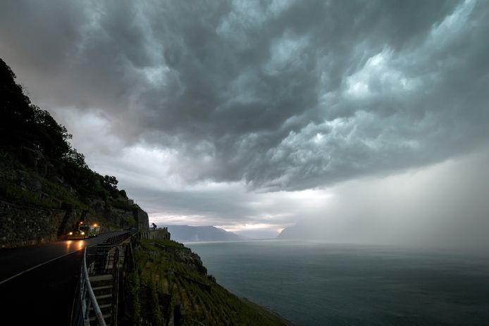 Een hevige storm teisterde zaterdagmiddag het Meer van Genève in Zwitserland.