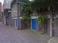 Brand in leegstaande tassenwinkel in Zwolle zorgt voor flinke rookontwikkeling