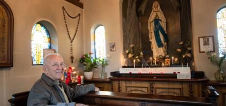 Henk ten Berge kind aan huis bij Mariakapel in Tilligte