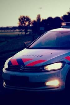 Net vrijgelaten dronkenlap plast in politieauto