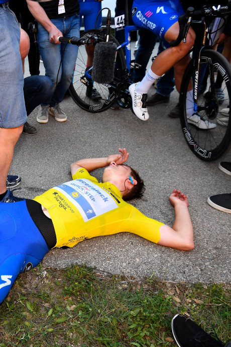 Evenepoel exténué mais toujours leader au Tour d'Algarve
