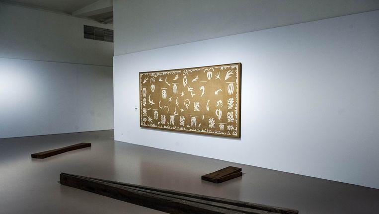 Een werk van Matisse, Bernd Lohaus en Luc Tuymans (klein) in de tentoonstelling De Zee, ter ere van Jan Hoet.