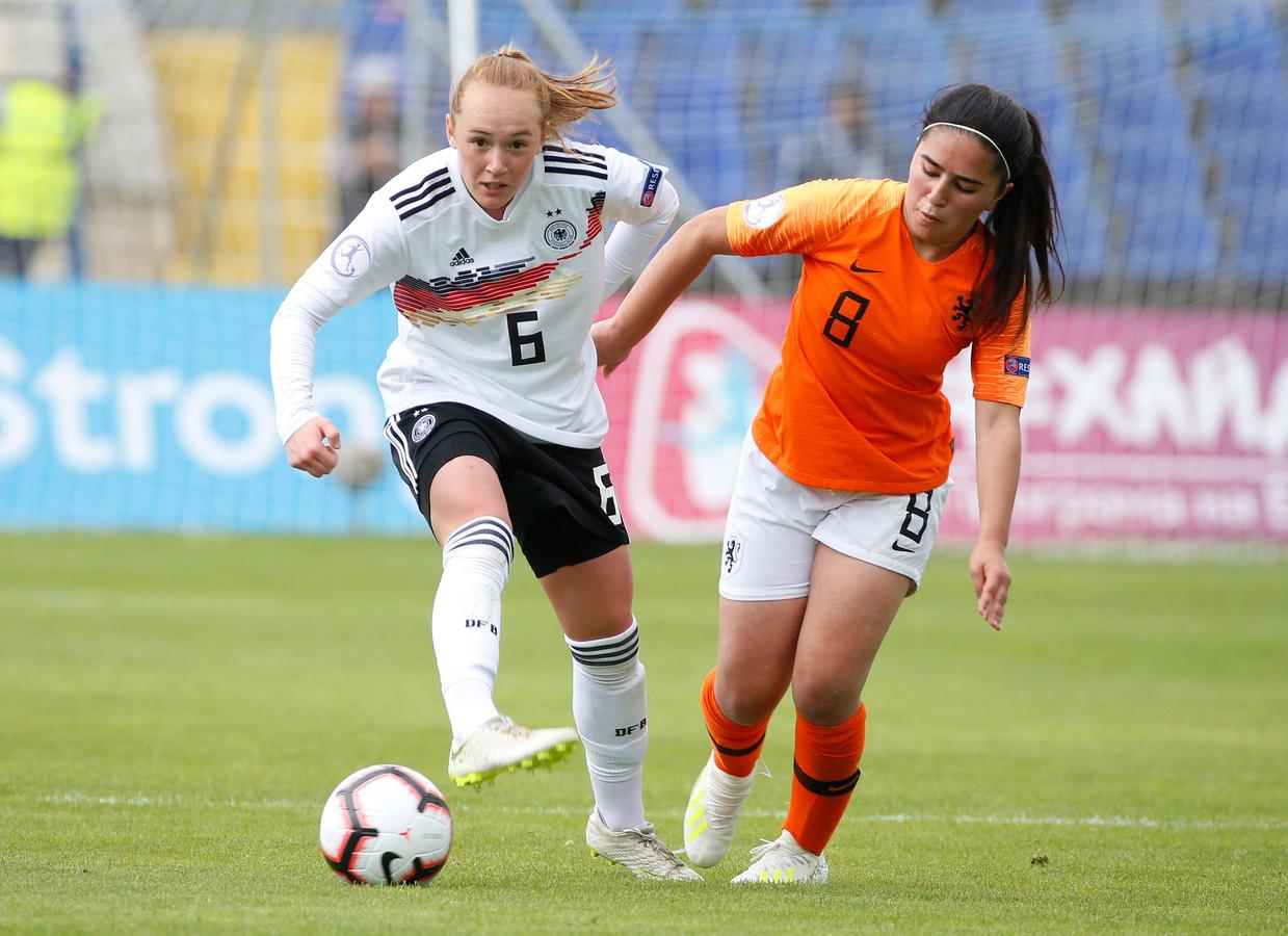 Ilham Abali in actie op het EK onder 17 jaar tegen Duitsland.