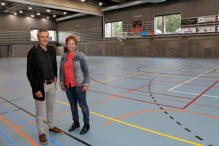 Directeurs Wim Vanhoof en Gilberte Peeters in de nieuwe sporthal.