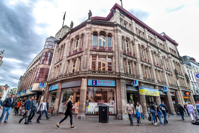 Boekhandel Broese in het huidige onderkomen bij de Stadhuisbrug.