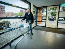 Henk redt gedumpt winkelwagentje uit de vijver, maar niemand wil het ophalen