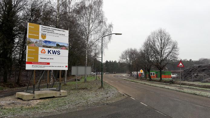 De aannemer heeft zijn werkterrein aan de Horst tegenover de Eftelingsestraat.