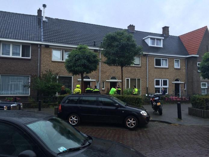 Een ploeg agenten haalde de Bosschenaar uit het huis