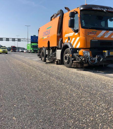 Met grind bezaaide IJsselburg A28 zorgt voor ernstige verkeersoverlast
