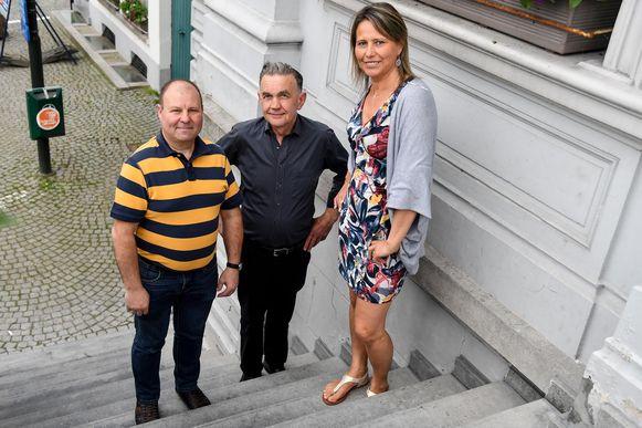 Eddy Van Wemmel, voorzitter Jef Dierickx van Wieze Sportief hebben zangeres Mayke Vanes kunnen strikken voor het Ambiance Festival.