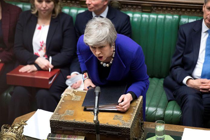 Theresa May in het Britse parlement. Ze kreeg de opdracht om wéér in Brussel te praten.