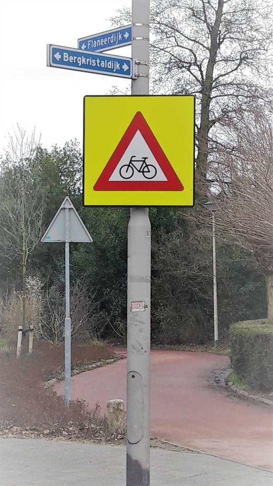 Het fietspad aan de Flaneerdijk in de Roosendaalse wijk Kortendijk.