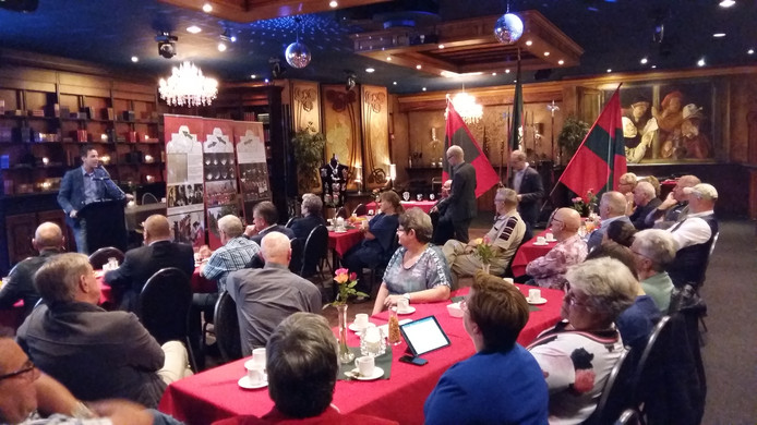 Voorzitter Johnny Sleegers presenteert de plannen van het Kring Gildefeest.