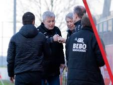 Trainer In 't Hof uit Schalkhaar blijft aan de lijn staan bij DETO in Vriezenveen