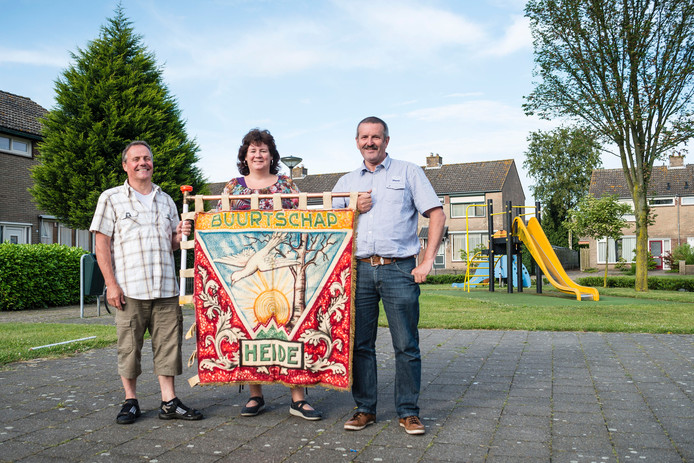 80 jaar buurtschap De Heide, v.l.n.r. : Geert de Moor, Bianca Pijnen en Peter Clarijs.