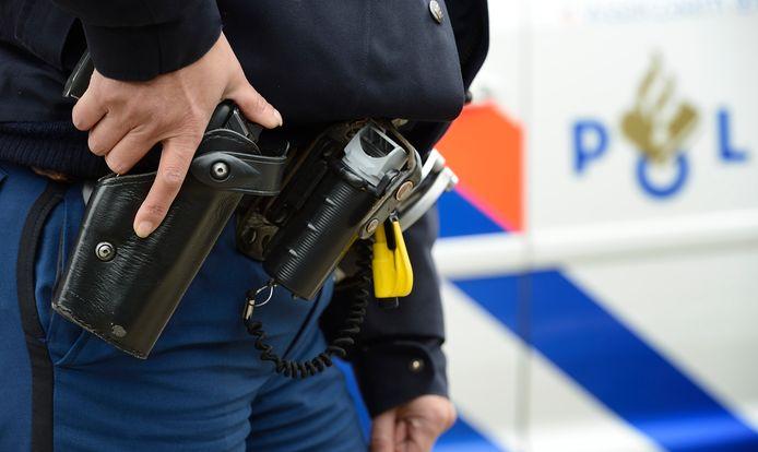 De politie benaderde de verdachte met getrokken wapens. Foto ter illustratie.