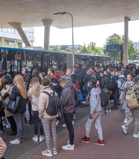 Nieuws gemist? Hutje-mutje in de bus naar school en oplichters vertrouwen de boel niet. Dit en meer in jouw overzicht
