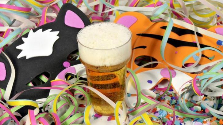 Toch bier met carnaval voor klanten kroeg Stevensbeek