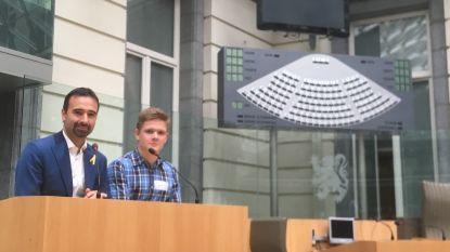 Leerling loopt dagje mee in Vlaams parlement