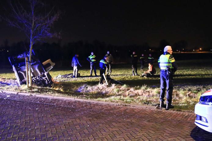 Op de Wilhelminalaan in Aarle-Rixtel is woensdagavond rond 21.15 uur een auto over de kop gevlogen na een achtervolging door de politie