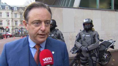 """Bart De Wever (N-VA): """"Ik heb Open VLD en CD&V beloofd hen federaal nooit te laten vallen"""""""