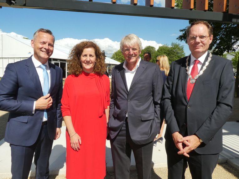 Nog meer hoog bezoek: Commissaris van de Koning Arthur van Dijk, minister Ingrid van Engelshoven, locoburgemeester Udo Kock en Harold Goddijn (Tomtom). Beeld Hans van der Beek