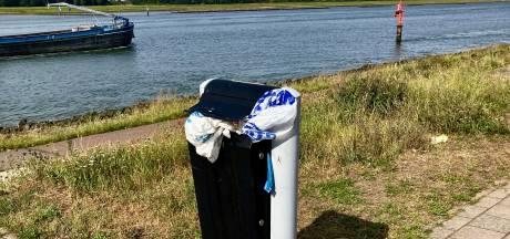 Slimme prullenbakken in strijd tegen zwerfvuil langs Scheur in Maassluis