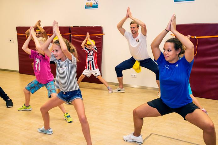 Dansen en sporten wordt helemaal leuk als ook spelers van Willem II meedoen, Thomas Meissner in dit geval.