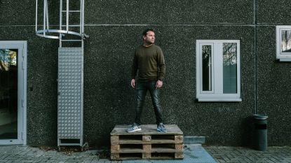 """""""De nieuwe Jan Decleir zit misschien ergens in een suf bankkantoor"""": achter de schermen bij try-out van Adriaan Van den Hoof"""