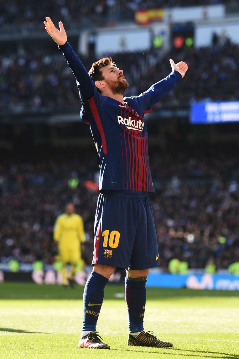 WEER KONING VAN BERNABEU. Lionel Messi moest de Gouden Bal dit jaar aan Ronaldo laten, maar beslechtte de tweestrijd vandaag duidelijk in zijn voordeel.