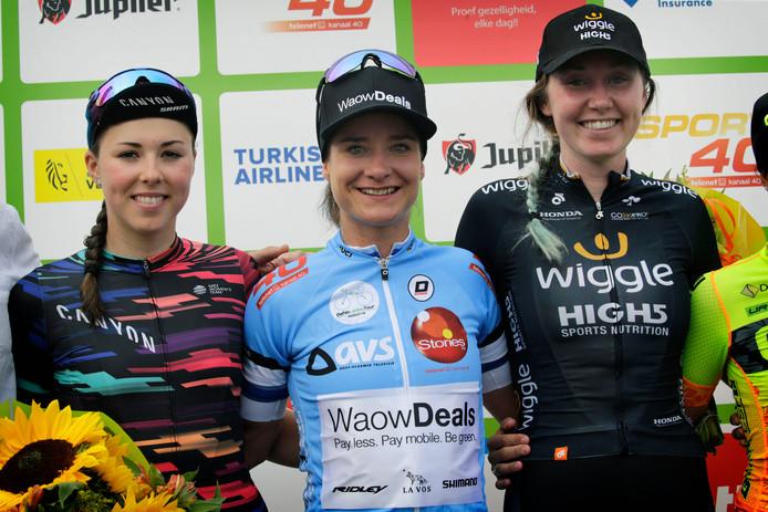 Vorig jaar werd  Lisa Klein (links) tweede in de BeNe Ladies Tour, achter Marianne Vos (midden). Zondag  was ze zelf de beste.