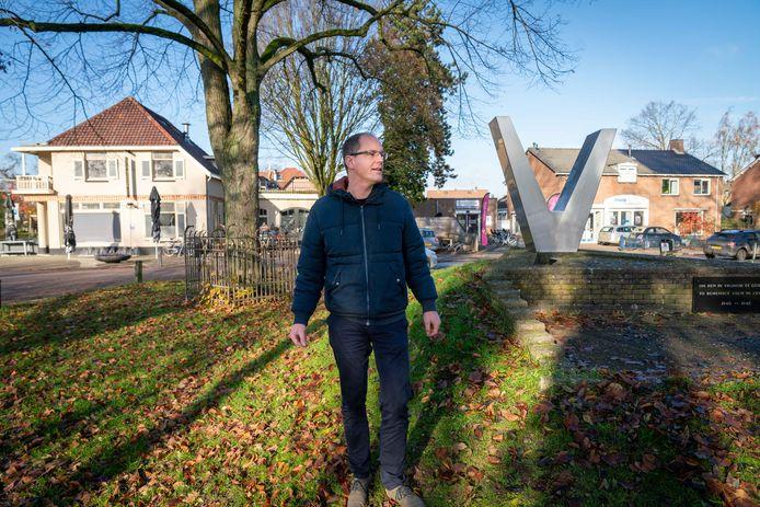 Wouter van den Brandhof in Zetten, hier stroomde het water december 1944.