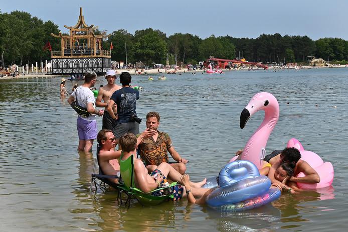 Het Mandala festival is een relaxed geheel. Met muziek, dans en alternatieven lekker aan het water.
