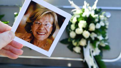 Mensen nemen massaal afscheid van zangeres Rita Deneve
