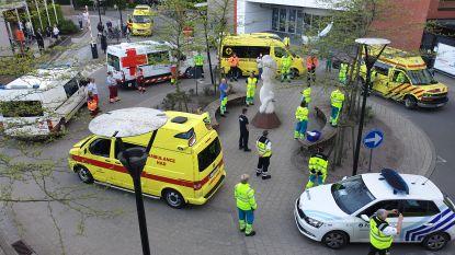 Hulpdiensten brengen hulde aan medewerkers van AZ Herentals