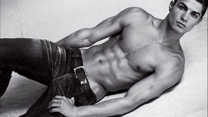Voetballer Cristiano Ronaldo met zijn perfecte lichaam in een advertentie van Armani.