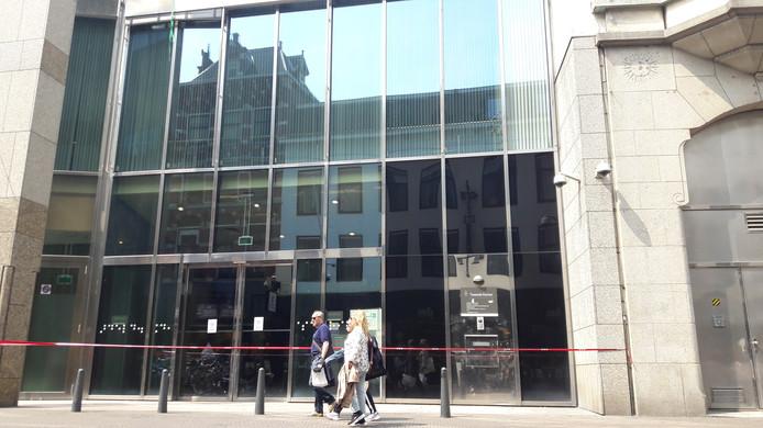 De bezoekersingang van de Tweede Kamer is sinds dinsdagavond afgesloten.