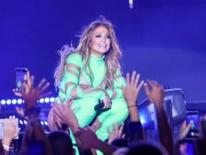 Jennifer Lopez pourrait assurer la mi-temps du Super Bowl
