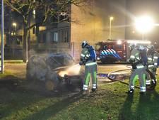 Auto aan Tigrisdreef in vlammen op