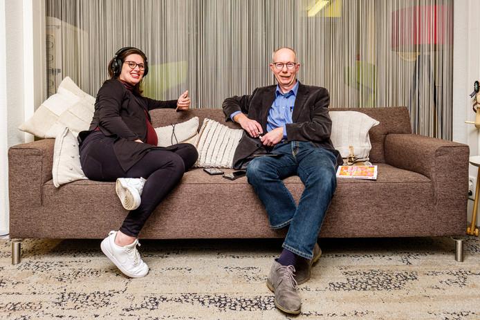 Dr. Dian de Vries (32, Utrecht) en Prof. Dr. Peter Nikken (60, Utrecht) zijn de auteurs van De Schermwijzer, een praktische gids voor (groot)ouders over schermtijd, social media, gamen en online veiligheid.