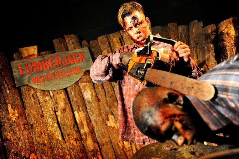 De moordlustige houthakker Lumberjack, die je met schreeuwende kettingzagen achternazit.
