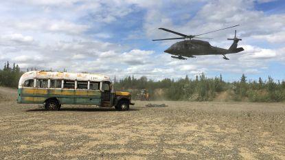 Helikopter haalt beroemd (en gevaarlijk) busje uit 'Into The Wild' weg