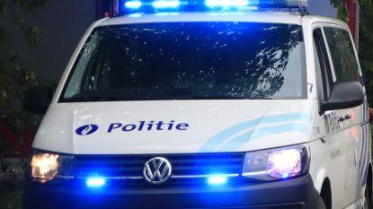 Politie betrapt dieven van bromfiets op heterdaad, een man nog op de vlucht
