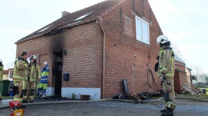 Eetfestijn of niet, de plicht roept: brandweer laat alles vallen in de keuken om zware woningbrand te blussen