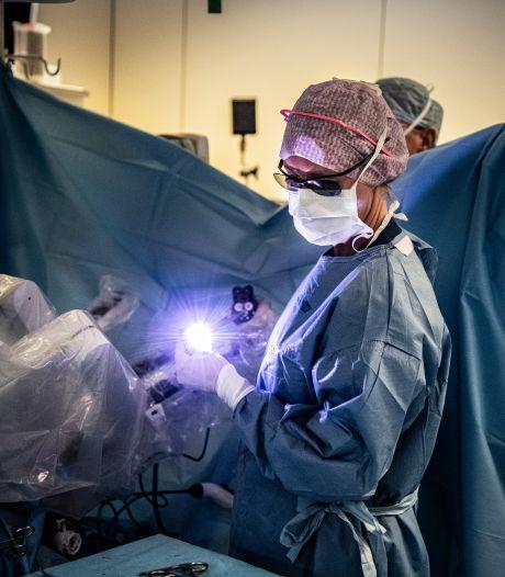 Honderden kankerpatiënten onder het mes in ziekenhuizen die te weinig opereren