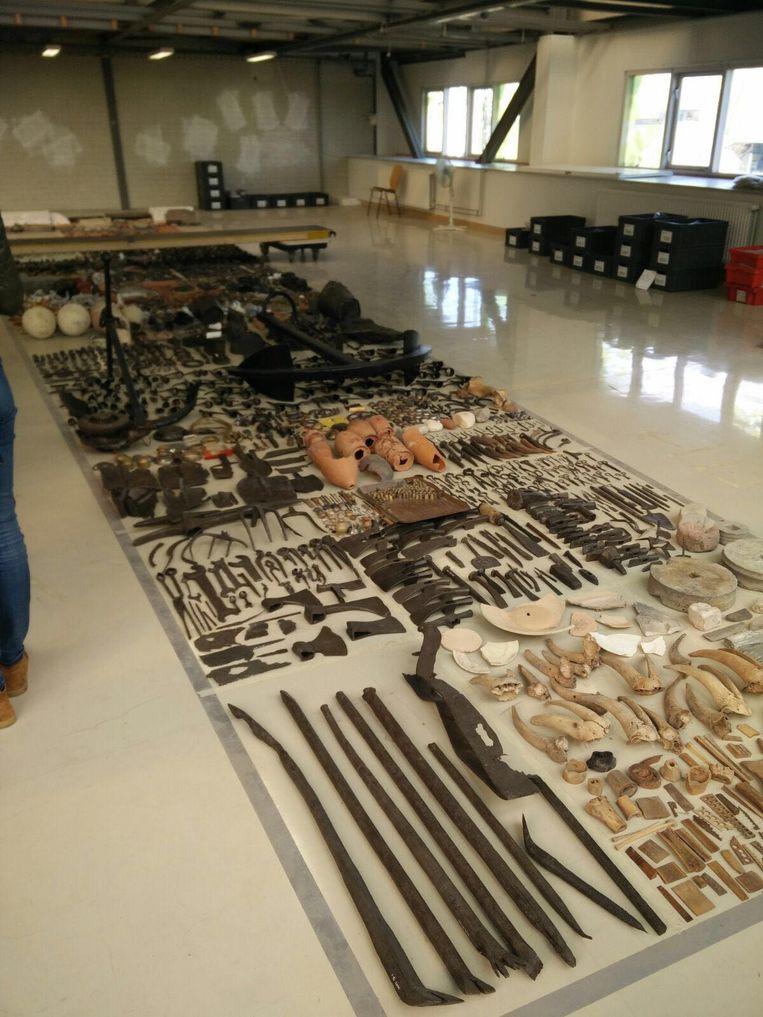 Een deel van de vondsten Beeld Lex Boon